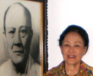 Lani Ratulangi in front of her father's picture (Aug '09)