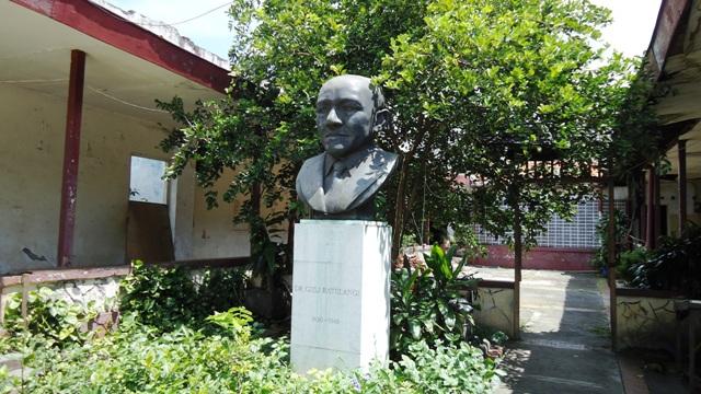 Sam Ratulangie's Bust at Jl. Sam Ratulangie 26-28