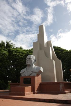 Sam Ratulangie Statue
