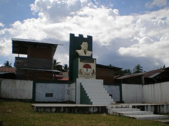 Patung Mr. MARAMIS di Manado