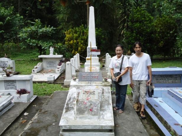 Makam Marietje selaku VETERAN di pemakaman Keluarga Tambajong di Lopana, Amurang