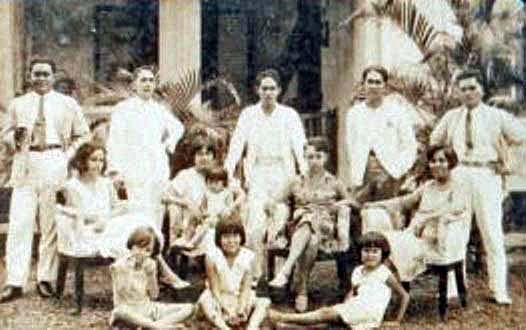 1930 Kakak beradik TAMBAJONG dirumah Dr. Pesik di Purwakarta