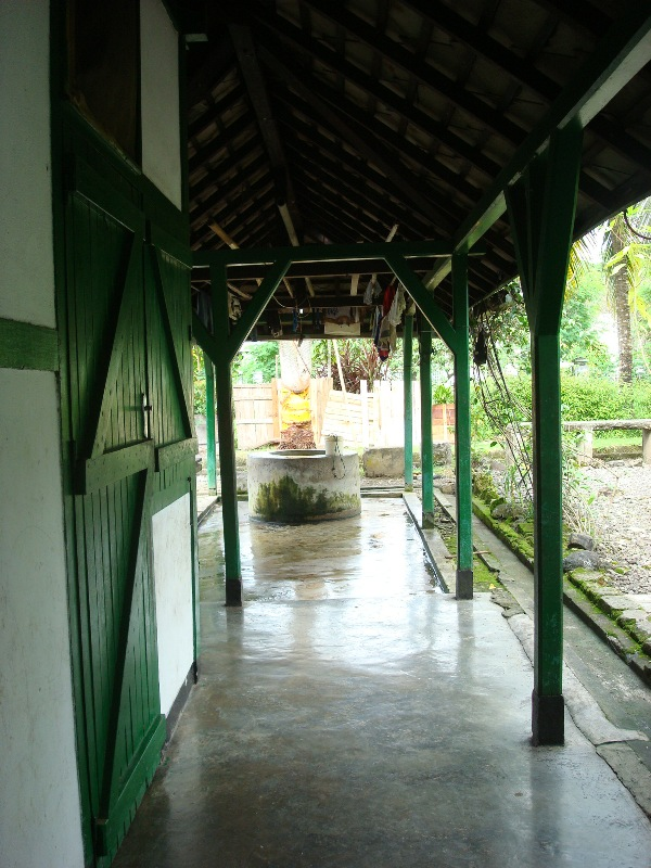 Ruang belakang dan sumur