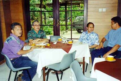 Omar, Adwin, Triyuda dan kawan.